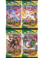 Karetní hra Pokémon TCG: Sword & Shield Evolving Skies - booster (10 karet)